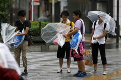 Tajfun paraliżuje Japonię