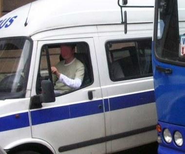 Tajniacy w busach...