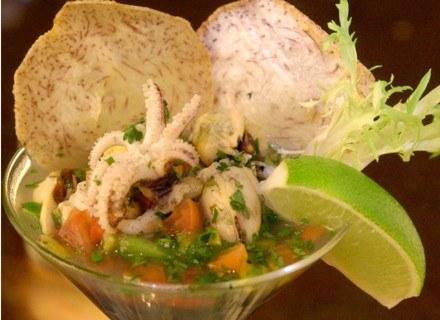 Tajski przysmak Ceviche, czyli owoce morza z warzywami w aromatycznej marynacie z limonki /Getty Images/Flash Press Media