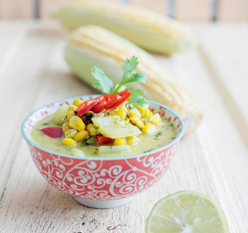 Tajskie zielone curry z kukurydzą /materiały prasowe