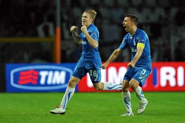 Tak Artjoms Rudnevs (z lewej) cieszył się po strzeleniu trzeciego gola Juventusowi /AFP