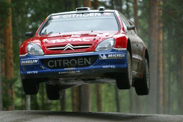 Tak fruwał w Finlandii drugi na mecie Francuz Sebastien Loeb /INTERIA.PL