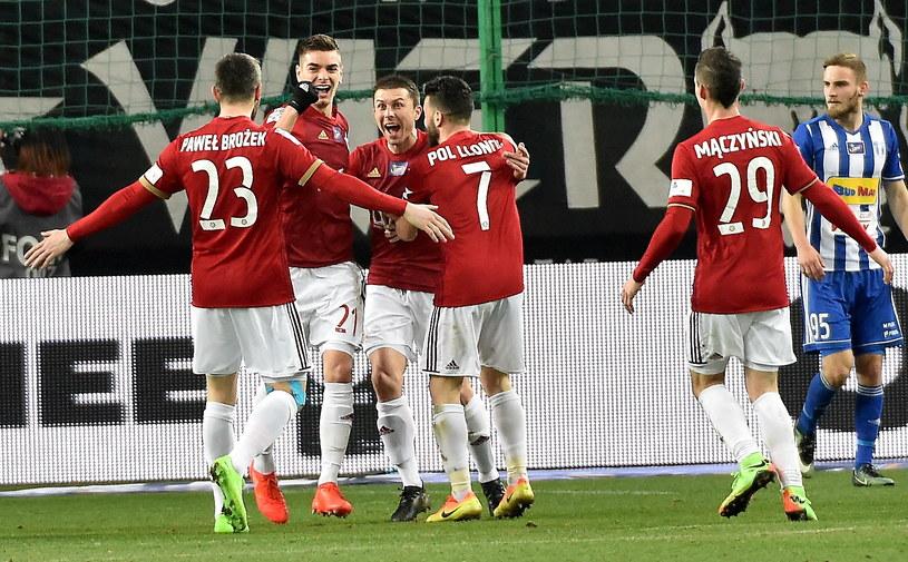 Tak krakowianie cieszyli się po golu Petara Brleka na 1-0 /Jacek Bednarczyk /PAP