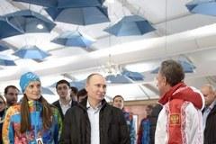Tak lansuje się Putin... w olimpijskiej wiosce