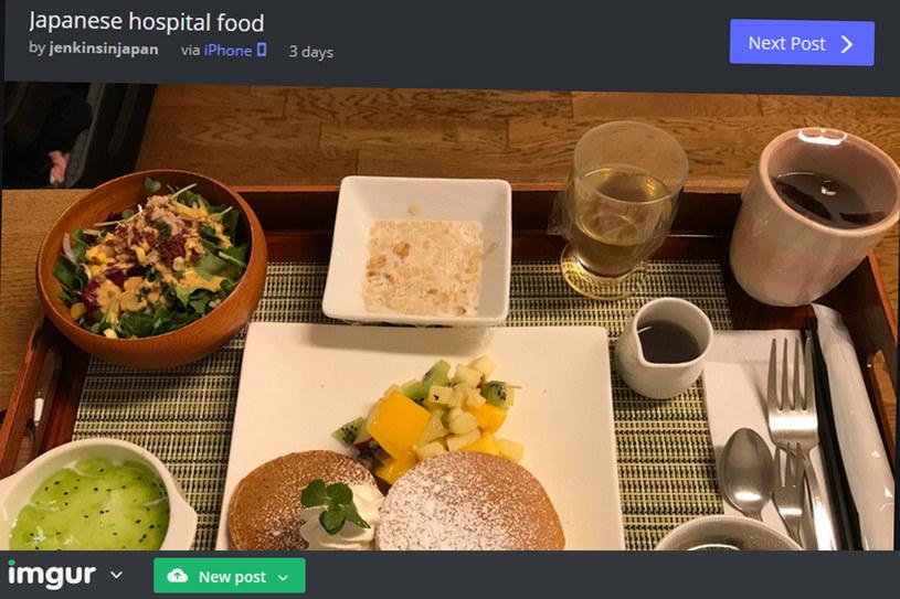 Tak prezentują się posiłki w japońskim szpitalu. Na śniadanie np. naleśniki (fot. użytkownik XXs2HQJ/Imgur.com) /
