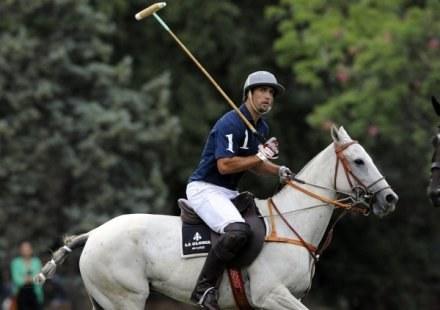 Tak prezentuje się Batistuta w trakcie meczu polo /AFP