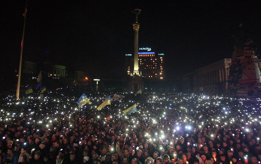 Tak wygląda Majdan wieczorem /IGOR KOVALENKO /PAP/EPA