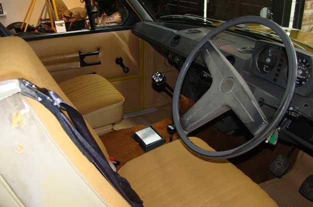 Tak wyglądało wnętrze pierwszego Range Rovera, produkowanego od 1970 r. /INTERIA.PL