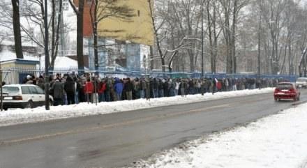 Taka kolejka ustawiła się w środę przed kasami przy Roosevelta /www.gornikzabrze.pl