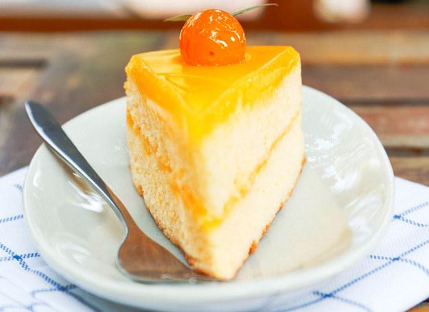Taki tort zrobisz na specjalną okazję. /123RF/PICSEL
