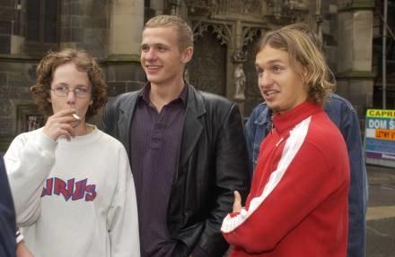 Taki widok nie dziwi, a handlowcy tylko ułatwiają młodym dostęp do papierosów /© Bauer