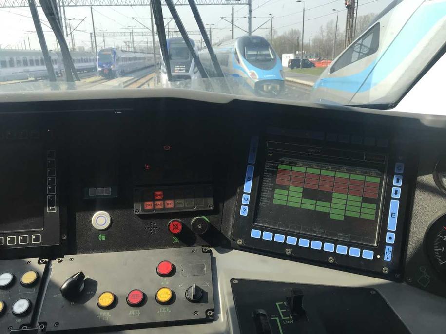 Taki widok przed oczami ma prowadzący pociąg Pendolino /Michał Dobrołowicz /RMF FM