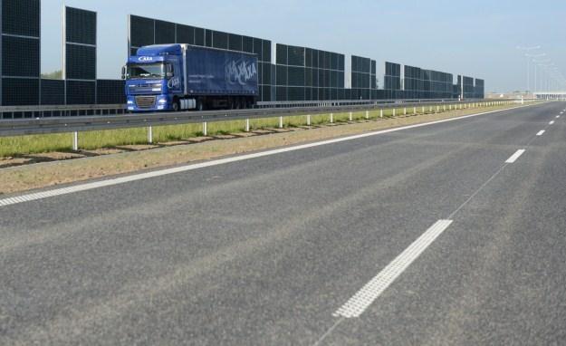 Takich dróg jest w Polsce bardzo mało. Dlatego Polacy giną /PAP