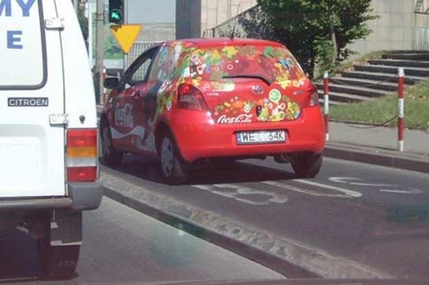 Takie zachowanie  burzy wizerunek kierowców firmowych... /INTERIA.PL