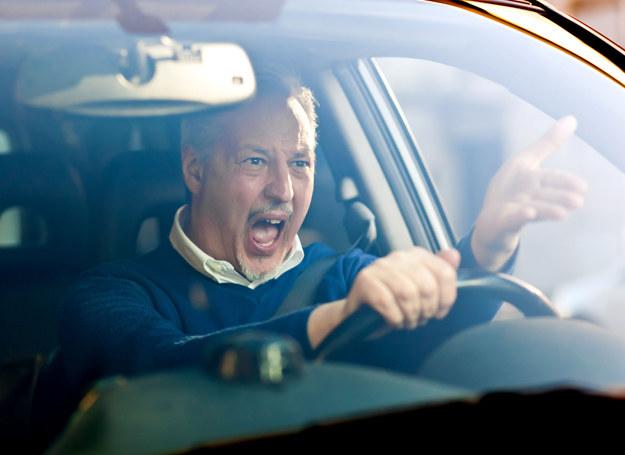 Takie zachowanie na drodze świadczy o problemach /©123RF/PICSEL