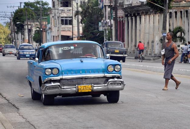 Takimi samochodami jeżdżą Kubańczycy /AFP
