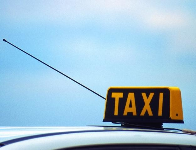 Taksówkarze pozwali drogówkę /© Bauer