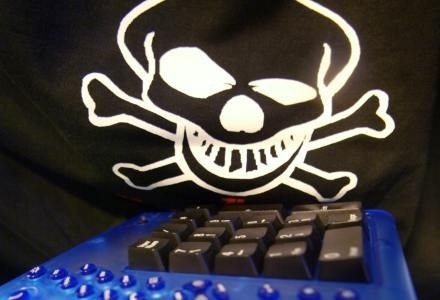 Także Twitter padł ofiarą hakerów /AFP