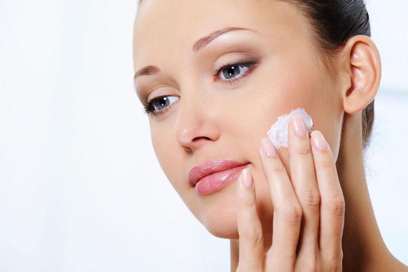 Także twoja skóra ma inne potrzeby zależnie od pory dnia. /©123RF/PICSEL