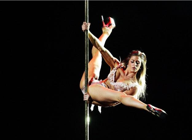 Tańca na drążku nauczysz się na siłowni /Getty Images/Flash Press Media