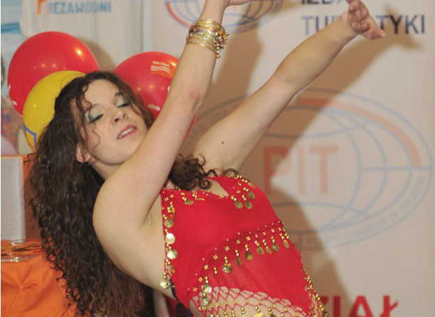 Taniec Hula sprawi, że poczujesz się lekka jak piórko, subtelna i bardzo kobieca / fot. A. Zbranieck /East News