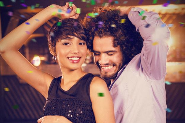 """Taniec powoduje zwiększone wydzielanie endorfin, popularnie zwanych """"hormonami szczęścia"""". /©123RF/PICSEL"""