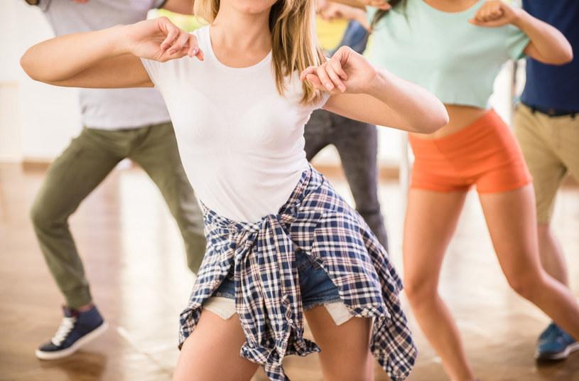 Taniec wcale nie jest taki bezpieczny - ryzyko kontuzji jest duże /©123RF/PICSEL