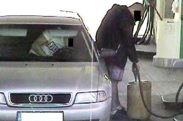 Tankowali paliwo również do kanistrów /Policja