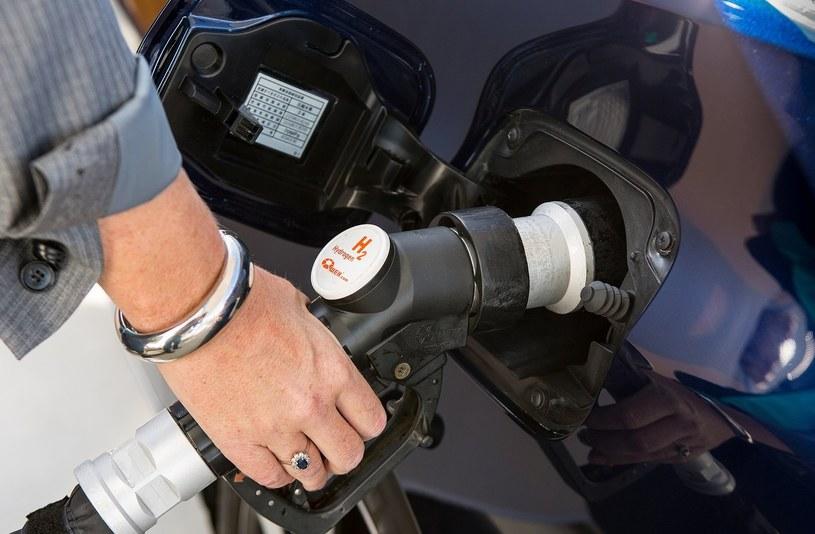 Tankowanie wodoru do złudzenia przypomina tankowanie tradycyjnych paliw /