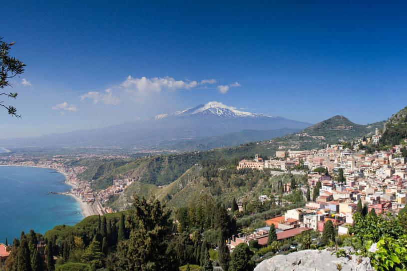 Taormina. Starożytne miasto u stóp Etny może pochwalić się wieloma zabytkami – m.in. rzymskim akweduktem, teatrem greckim oraz Zamkiem Saracenów. /©123RF/PICSEL