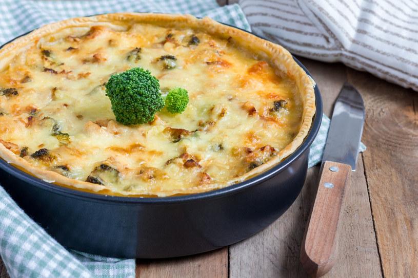 Tarta z brokułem i grzybami /123RF/PICSEL