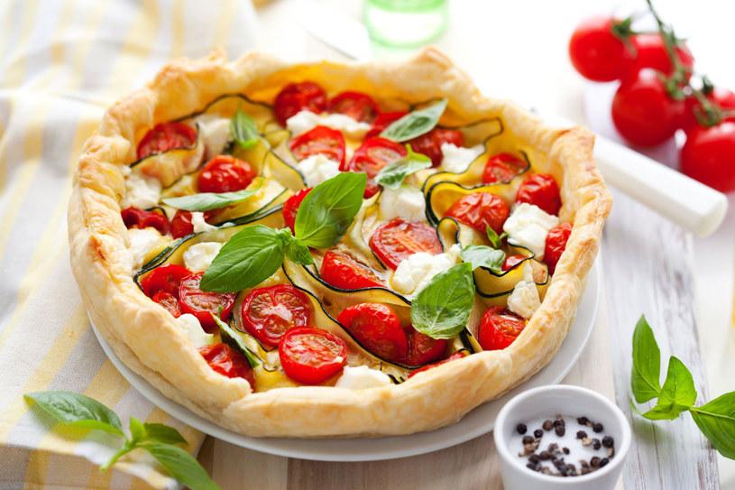 Tarta z fetą i pomidorami /©123RF/PICSEL