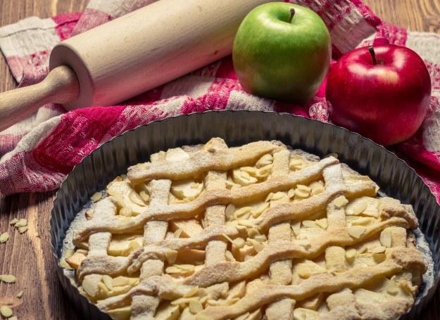 Tarta z jabłek - pyszna i wyjątkowo prosta /123RF/PICSEL