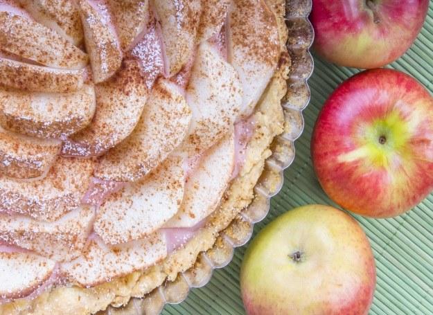 Tarta z jabłkami /©123RF/PICSEL