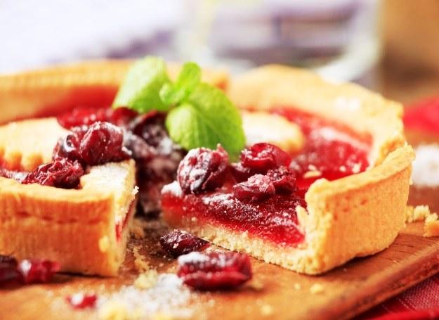 Tarta z owocami na kuchym cieście /123RF/PICSEL
