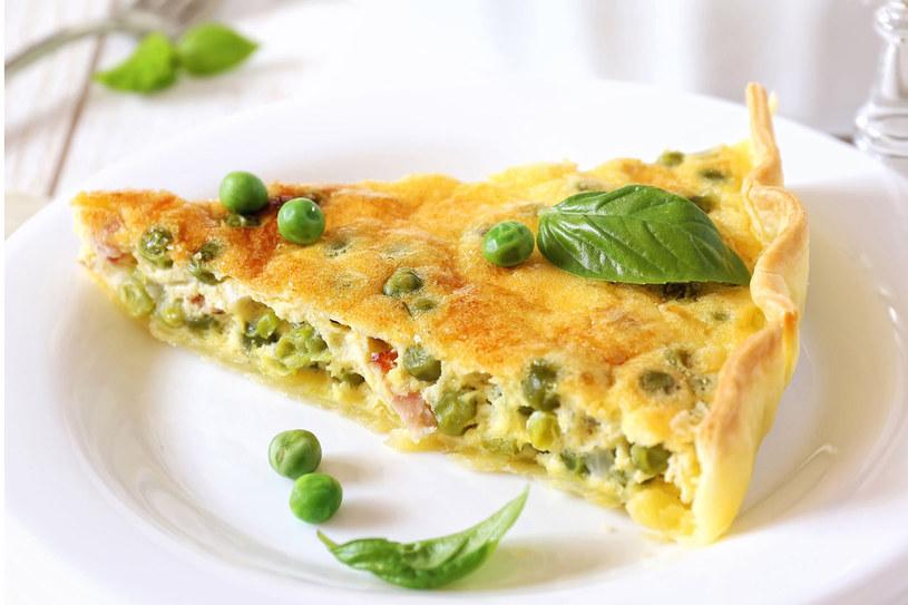 Tarta z zielonym groszkiem i boczkiem /©123RF/PICSEL