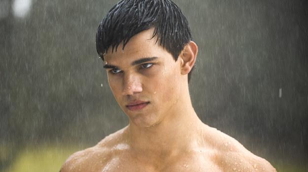 """Taylor Lautner jako Jacob Black w filmie """"Saga 'Zmierzch': Księżyc w nowiu"""" /materiały dystrybutora"""