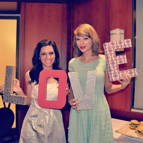 Taylor ze swoją fanką / Instagram /Getty Images