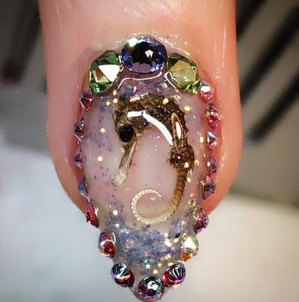 Te stylizacje paznokci mogą przyprawić cię o dreszcze