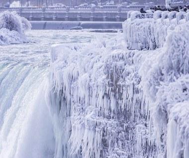 Te zdjęcia robią wrażenie. Wodospad Niagara pokryty lodem
