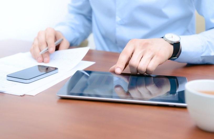 Technologiczną wojnę wygrywają dwie grupy produktów: smartfony i tablety. /123RF/PICSEL
