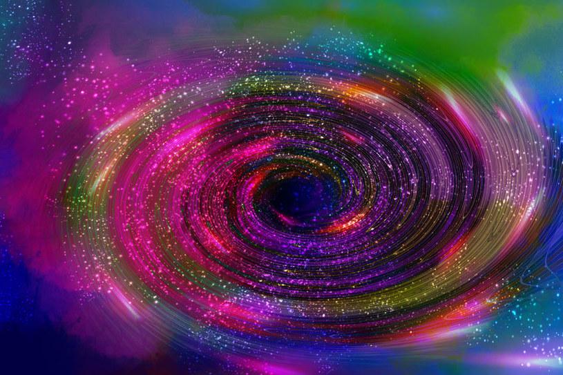 Tęcza grawitacji pozwoli wykryć wszechświaty równoległe? /123RF/PICSEL