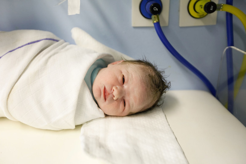 Tej choroby można nabawić się już będąc niemowlęciem /123RF/PICSEL