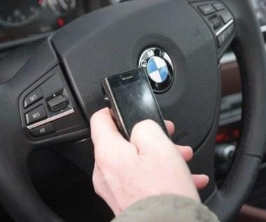 Telefon komórkowy w samochodzie. Używasz?