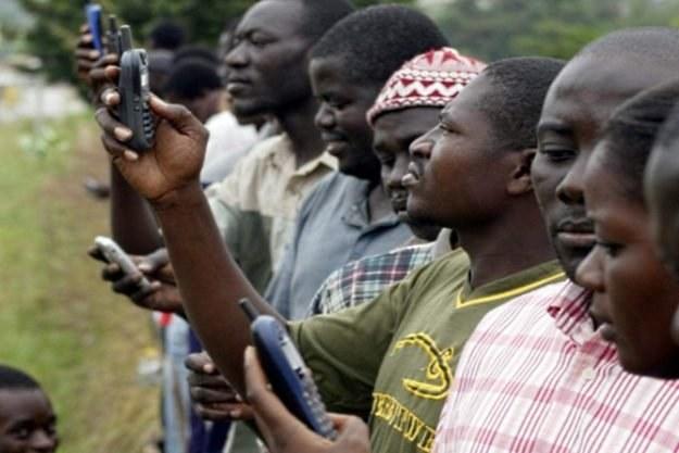 Telefonia komórkowa ma być lekiem na problem najbiedniejszych państw - twierdzi szef Ericssona /AFP