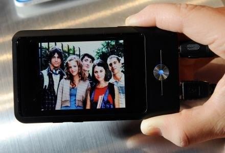 Telewizja mobilna w komórce - nadal bardzo odległa wizja dla Polaków /AFP
