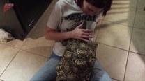 Ten duży żółw domaga się pieszczot