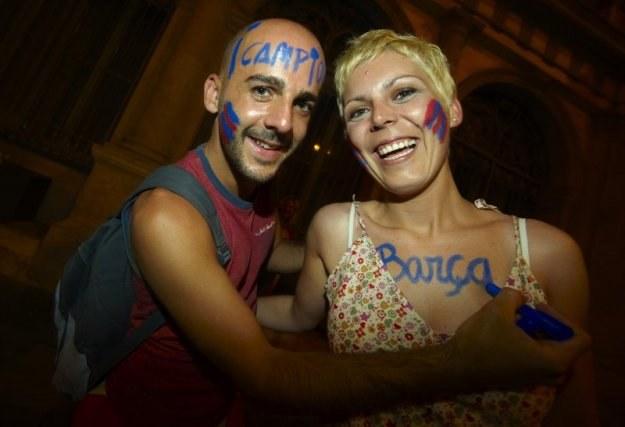 Ten facet nie mógł lepiej trafić! Jego dziewczyna też kibicuje F.C. Barcelona /Getty Images/Flash Press Media