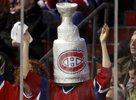 Ten fan Montreal Canadiens nie ma wątpliwości kto zdobędzie Puchar Stanleya... /AFP