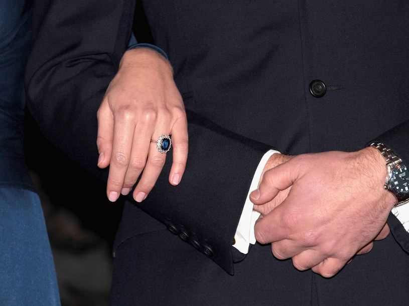 Ten pierścionek przed 29 laty wybrała dla siebie Diana  /Getty Images/Flash Press Media